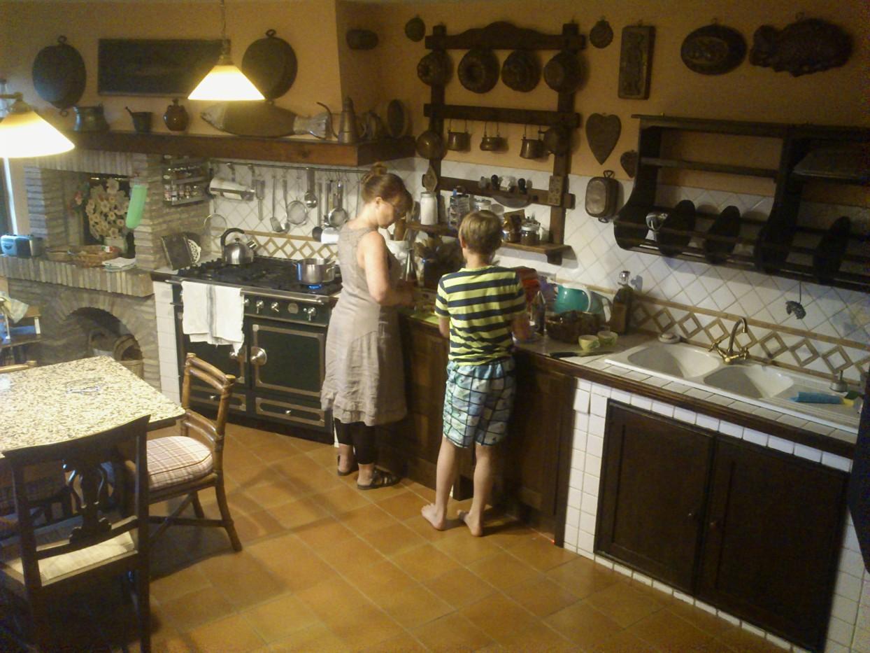 Linda casalinga med køkkenskriver (fotograferet af Martin)