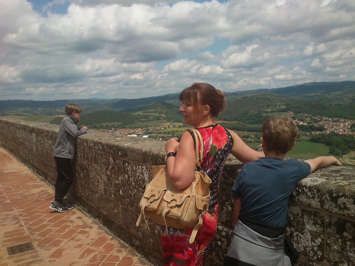 Ved La Rocca Albornoz (fotograferet af Martin)
