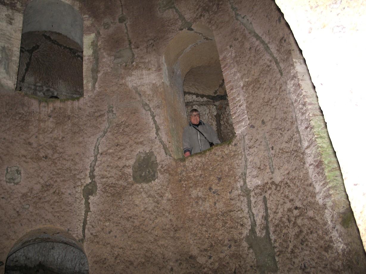 Mormor på vej ned i den 54 meter dybe Pozzo di San Patrizio
