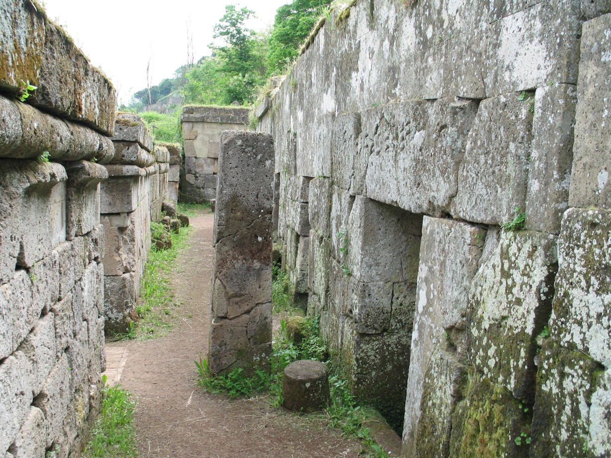 Necropoli del Crocifisso del Tufo. 3000 år gammel etruskisk gravplads nedenfor Orvietos østside.