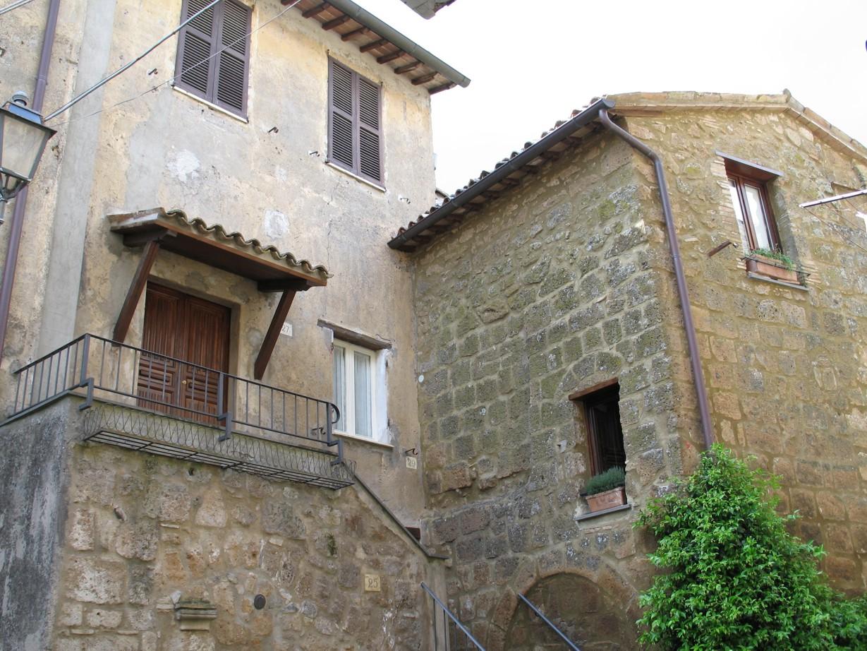 Lorena og Massimo bor i lejligheden over os, og lejligheden over dem udlejes også.