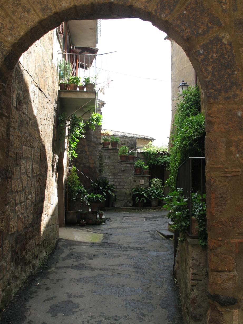 Indgangen set fra Via Volsinia