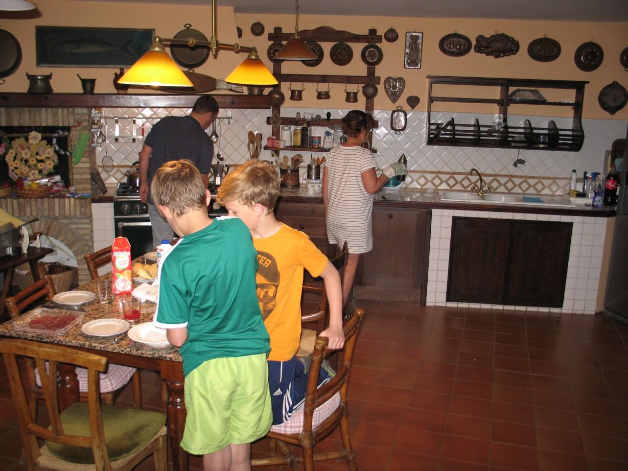 La Cucina. Der gøres klar til la prima Colazione.