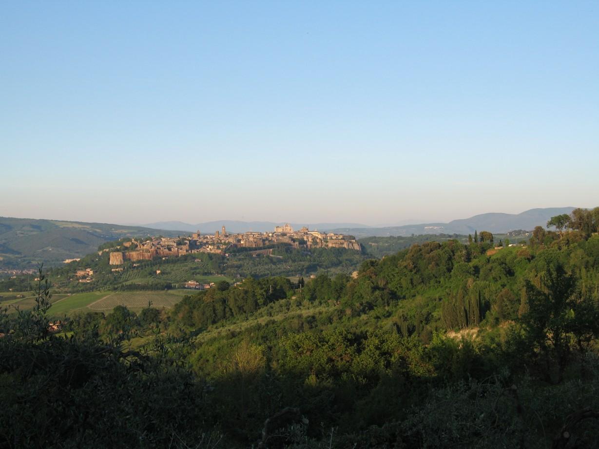 Udsigt til Orvieto ved solnedgang.